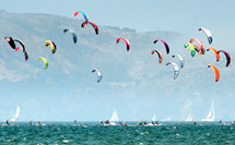 Kiteboarders by Longbr (Flickr/CC)